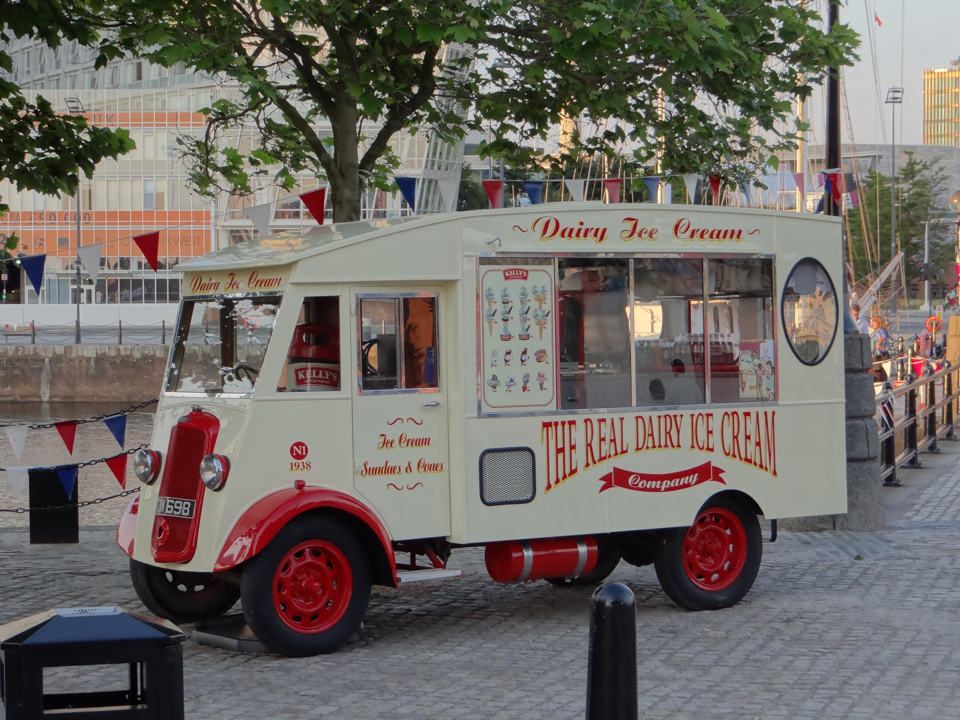 ice-cream-van-2729884_1920
